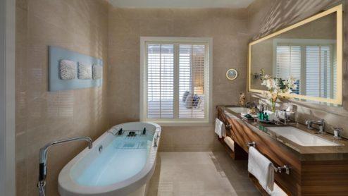 pool-chalet-bathroom
