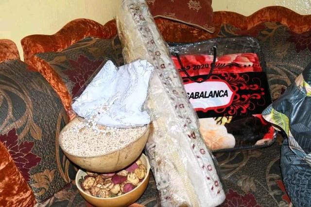 Les présents offerts à la doyenne d'âge de Bamako par le Chef de l'Etat