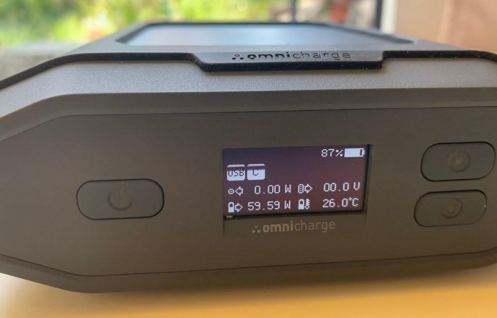Omnicharge Ultimate laedt Macbook Pro