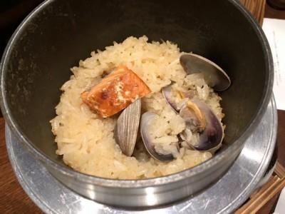 紅鮭とアサリの釜飯