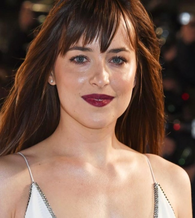 dakota-johnson-makeup-02_zpso7yhngs5