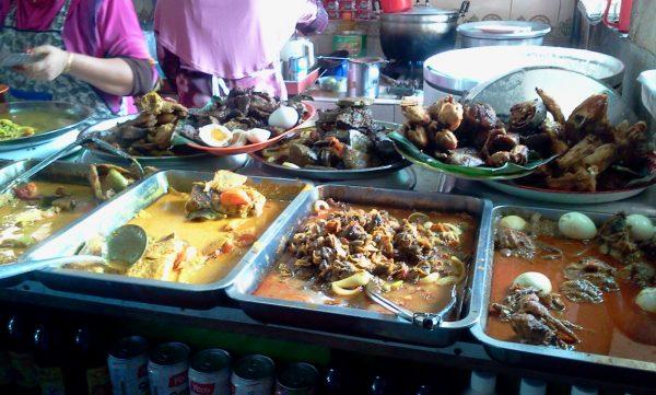 makanan-di-sekitar-pasar-siti-khadijah