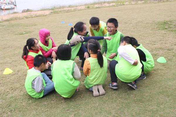 team-building-ket-hop-ky-nang-song-cho-tre-em