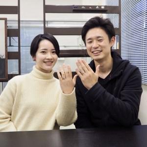 ひねりのデザインのオーダーメイドの結婚指輪