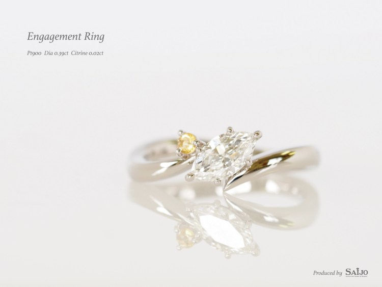 SAIJOで作られた、11月の誕生石のシトリンとマーキースダイヤモンドが留められたオーダーメイドの婚約指輪