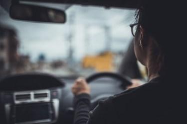 大きい車の運転が怖い!上手に運転するコツとポイントを解説