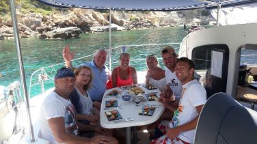 Mallorca catamaran day trip food