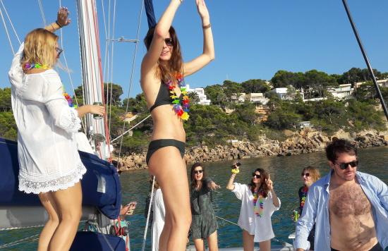 Mallorca catamaran trip - Sail go catamaran - Party time during sailing trip