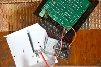 Schon nach einem Monat funktioniert der Ladecontroller für unser Solarpanel nicht mehr. / Only one month after installing our charge controller for the solar panel, it broke