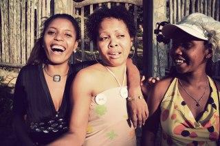 Background Chor: 3 Mädels (Madagaskar)