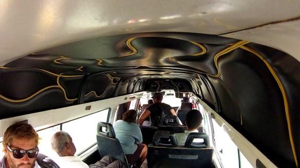 Auf dem Weg nach Port of Spain. Ein typisches Maxi-Taxi in Trinidad und Tobago