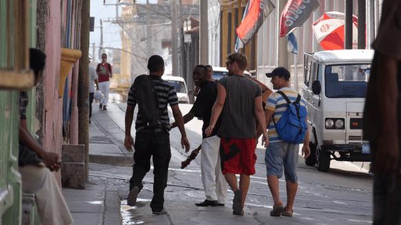 Ein Kontrabass auf der Straße