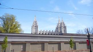 Der Salt-Lake-Tempel, der größte Stolz der Mormonen, im Vorbeifahren