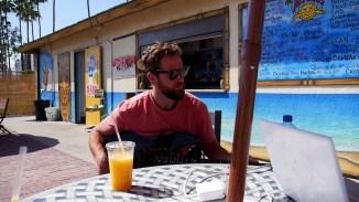 Das ruhigste Plätzchen am Longbeach ist ein Café