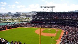 Das Giants Stadion. Hier braucht man ein Segelboot mit hohem Mast, dann kann man das Spiel vom Wasser aus mit anschauen