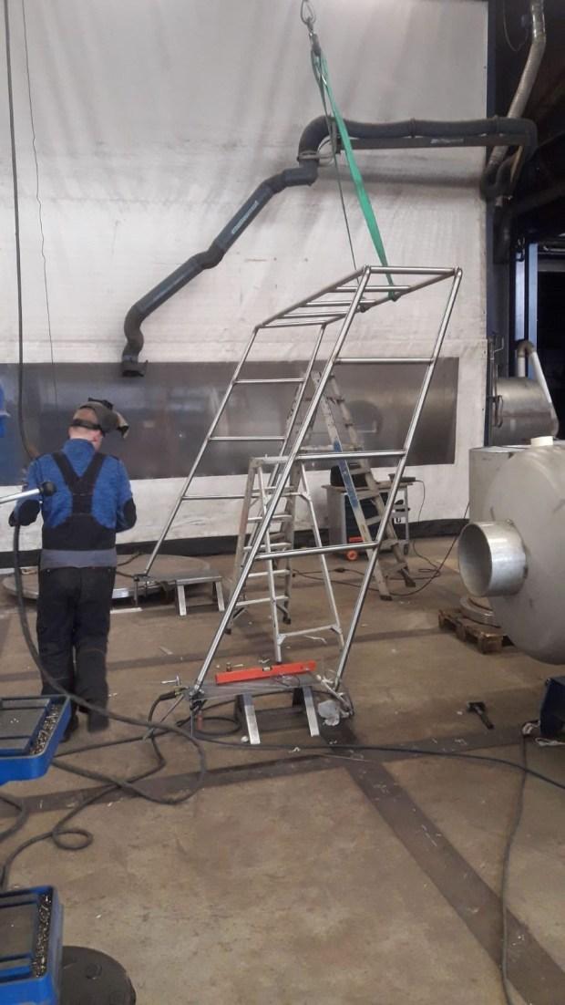 Zonnepanelen op boot monteren plus windgenerator elektriciteit