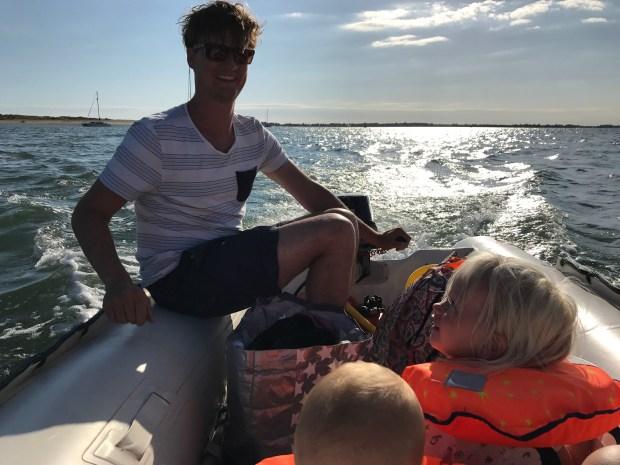 Zeilen vertrekkers bijboot wereldreis varen zeilboot