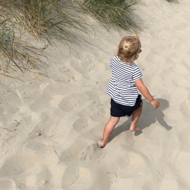 Strand zand blote voeten zeilen reizen isis