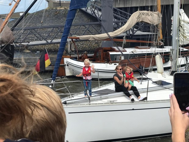 Zeilers zeilen varen boot wereld reis vertrekken vertrekkers zee avontuur