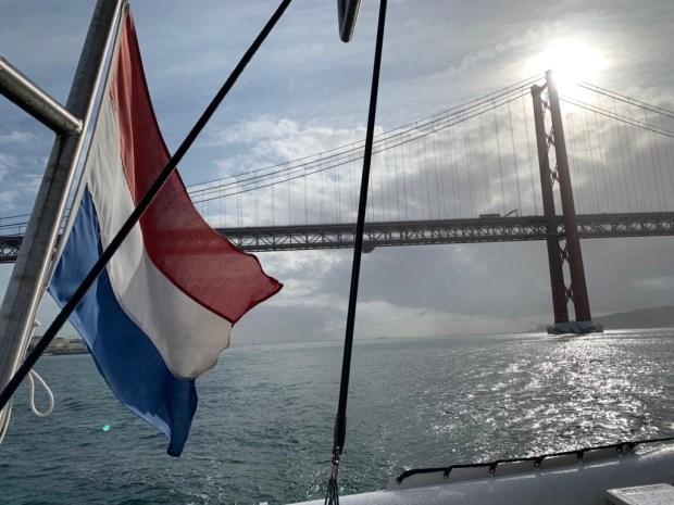 Zeilen varen vertrekken wereld rond reizen boot keven portugal lissabon anker bezoeken vrienden