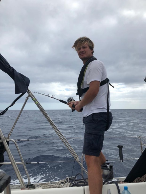 Varen zeilen vertrekken rond de wereld verkennen anker lanzarote spanje oma bezoek marina tapas vissen