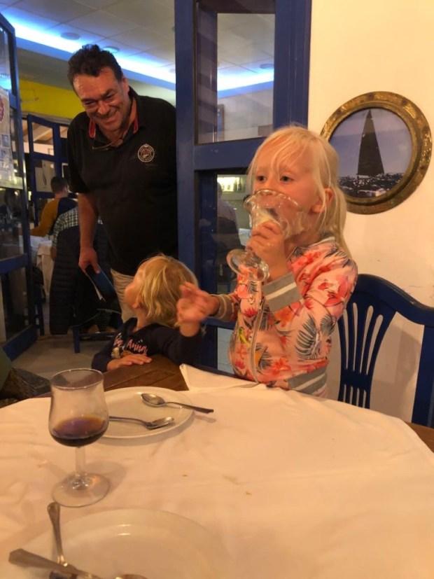 Varen zeilen vertrekken rond de wereld verkennen anker lanzarote spanje oma bezoek marina tapas