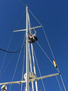 Rigger up the mast.