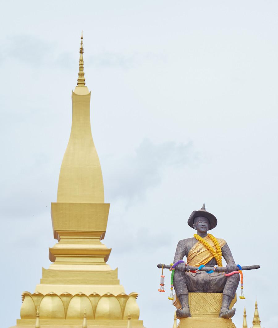 Setthathirath Statue