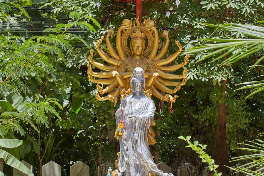 Wat Chedi Sao Lang Guan Yin