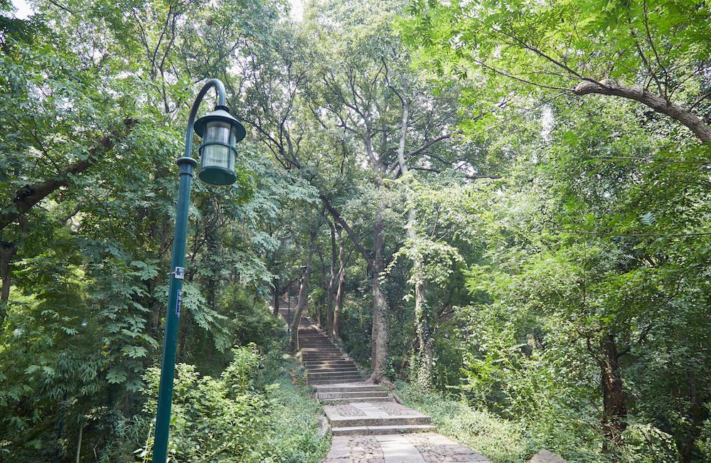 Baoshi Trail Entrance