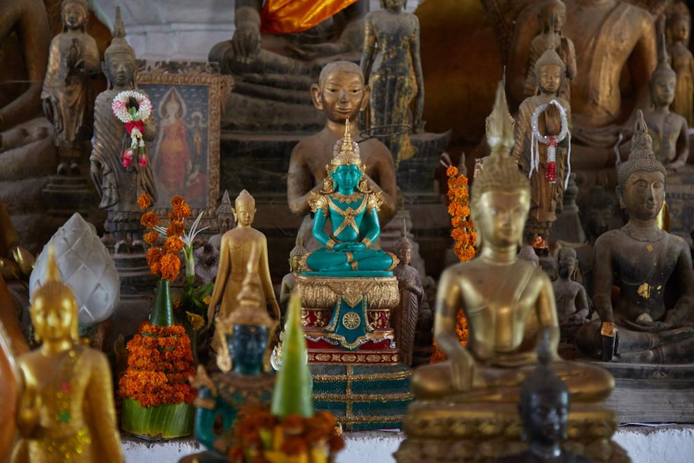 Wat Visounnarath Statues