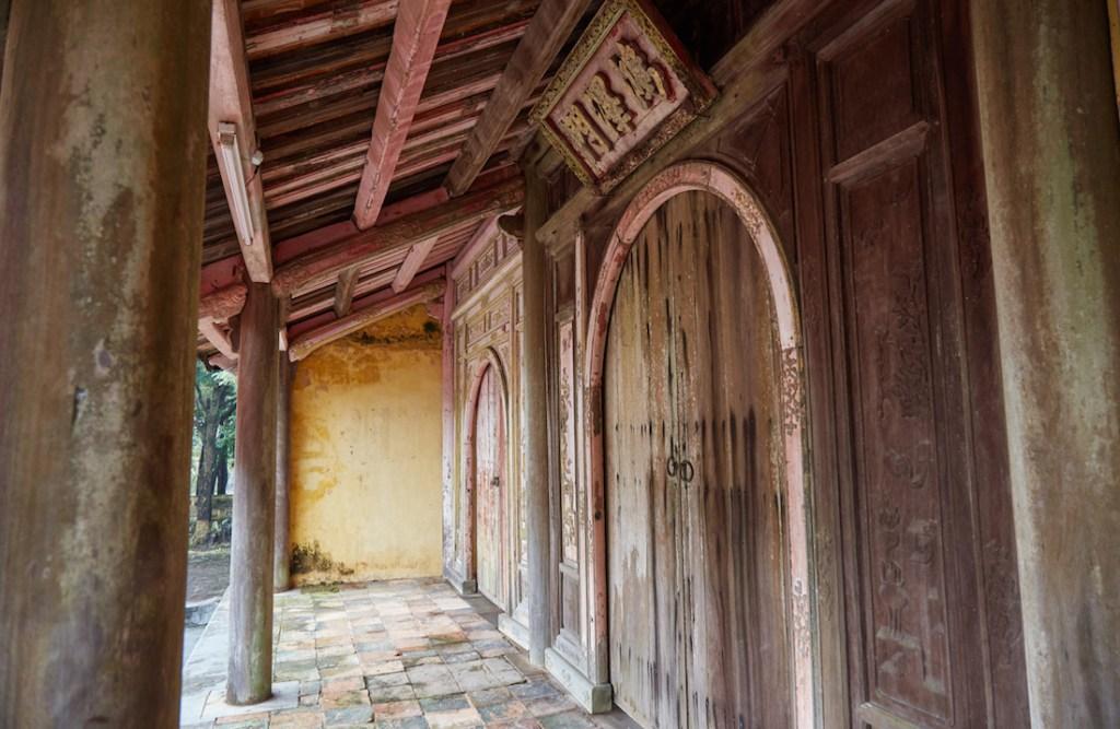 Thieu Tri Wooden Door