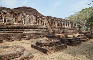 Wat Chang Rob Kamphaeng Phet