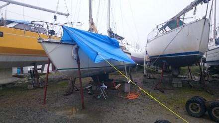 Et on a une tente pour travailler sous la pluie