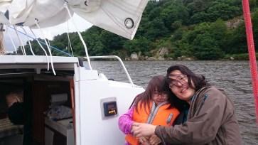 Sur le pont pour voir passer les bateaux à moteurs (et leurs vagues scélérates)