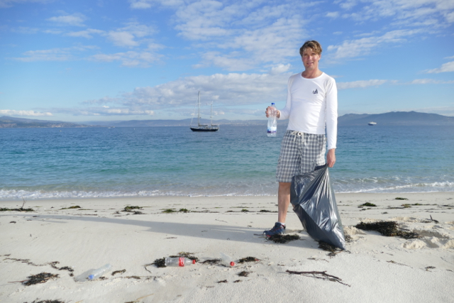 Beach cleaning at Islas Cíes