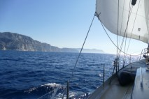 Sailing along the Calanques