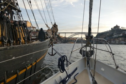 Towing Tres Hombres up the river Douro