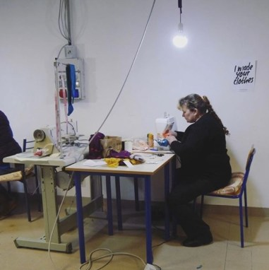 Seamstress at work - Picture by Pitupi
