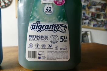 Biodegradable detergent in a returnable container