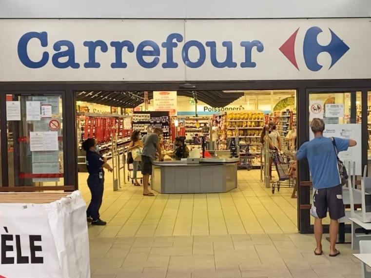 Entering the Carrefour in Tahiti