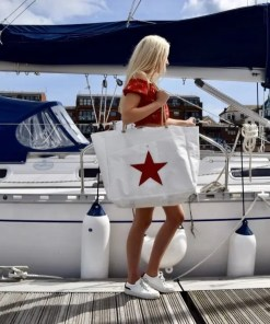 Red Star Beach Bag with front pocket and model