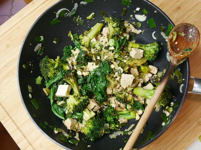 wok de tofu et légumes verts