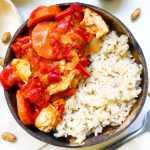 Recette healthy de poulet beurre de cacahuète, poivron, carotte et tomate sans gluten, sans crème fraîche et sans lait de coco