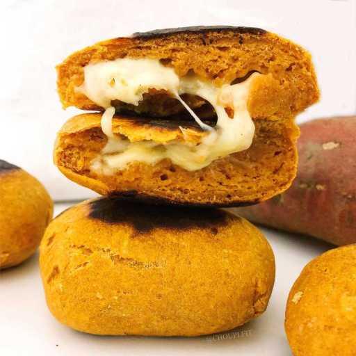 recette healthy et vegan de pain à la patate douce cuit à la poêle sans matière grasse, sans lactose