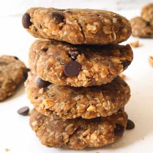recette healthy et vegan de cookies sans four au beurre de cacahuète et pépites de chocolat sans oeuf et sans beurre