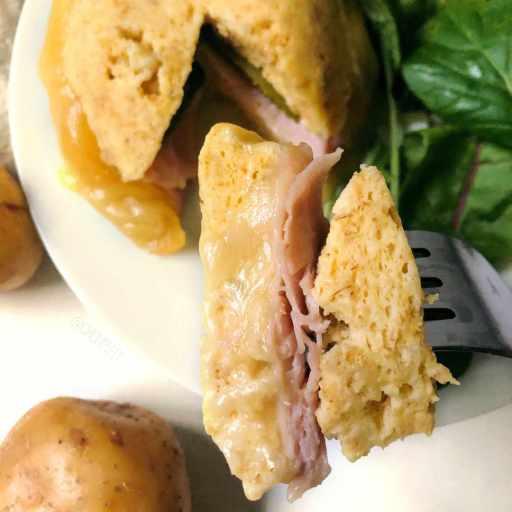 recette healthy de bowlcake salé avec du jambon de dinde et du fromage