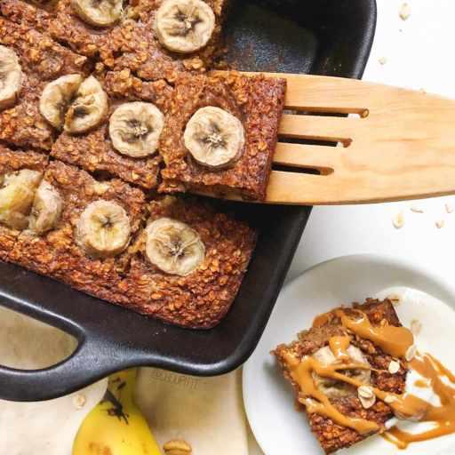 recette healthy et facile de porridge au four à la banane et aux flocons d'avoine sans lactose