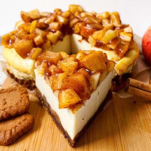 recette healthy et facile de cheesecake cuit au four avec une base aux spéculoos et des pommes caramélisées