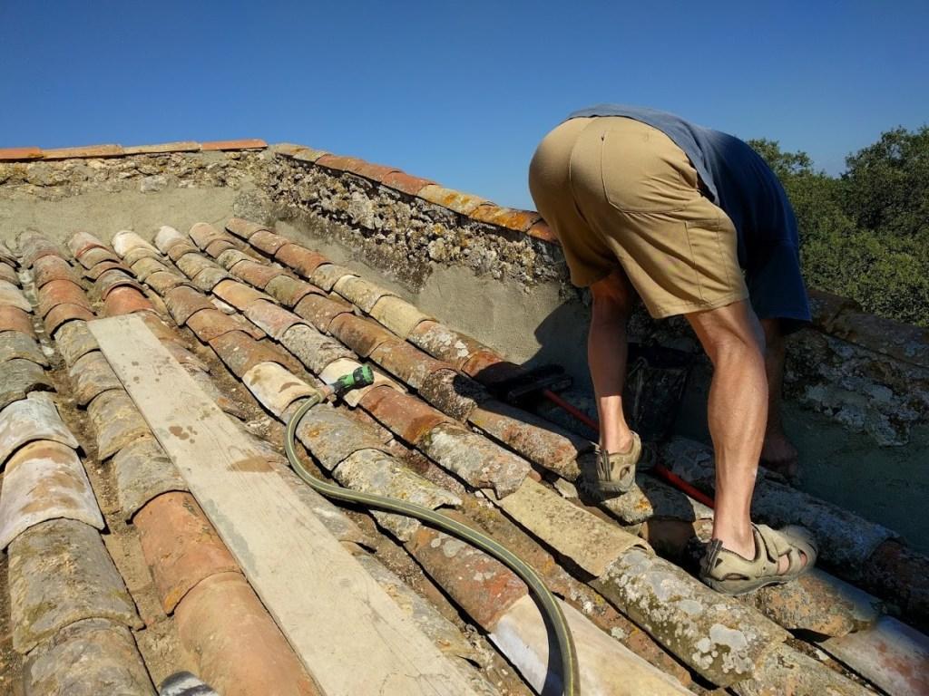 Contrôle et nettoyage de la nouvelle toiture.